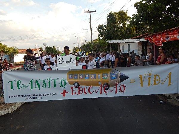 Secretaria de Educação de Lagoinha Realizou Caminhada sobre o Trânsito