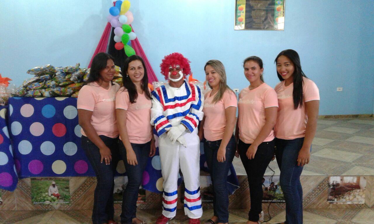 Conselheiras de Lagoinha distribuem presentes para as Crianças