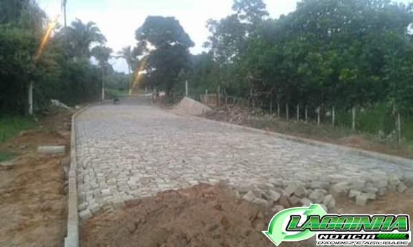 Dr. Adalberto Filho constrói Calçamento em Varias Ruas da Cidade