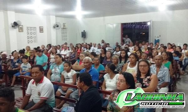 População participa do Festejo de Santa Ana e Lota a Igreja