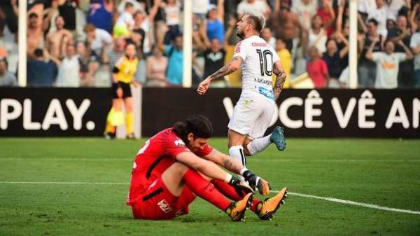Santos vence clássico e Corinthians perde a terceira seguida