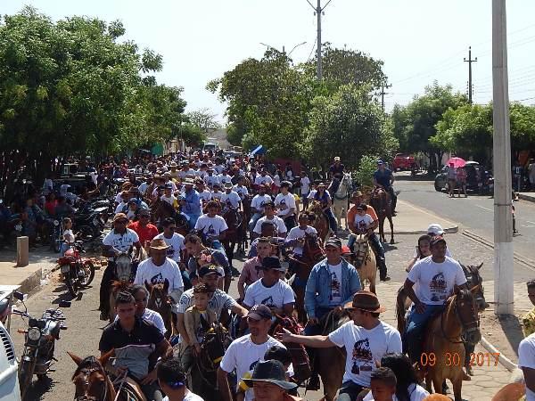 Multidão marca presença na 3ª Cavalgada dos Amigos em Hugo Napoleão