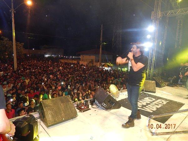 Prefeito Hélio realiza encerramento do Festejo com Show do Cantor Mano Walter em Hugo Napoleão