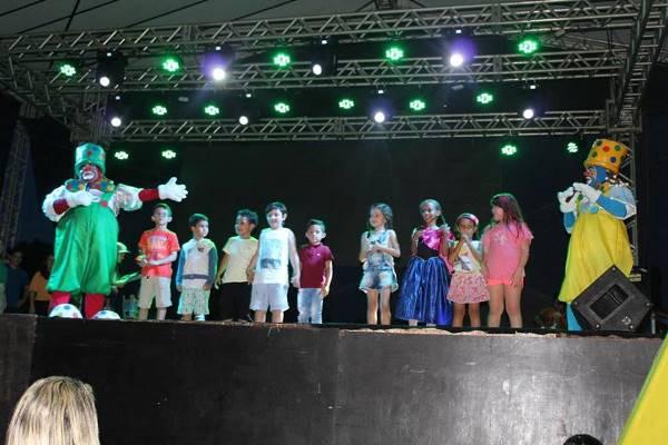 Bolim Bolão faz a festa para a Criançada de Agua Branca