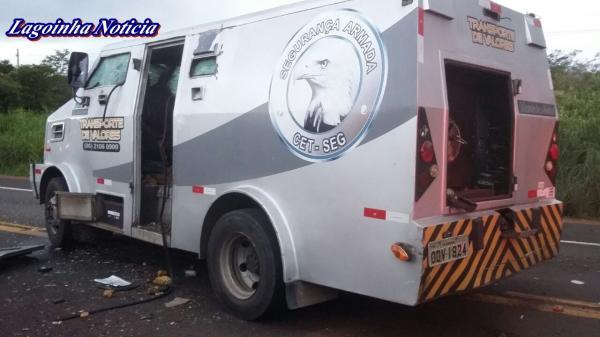 Assaltantes que explodiram carro-forte em Altos roubaram R$ 1,2 milhão