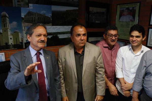 Wilson Brandão reúne prefeitos e busca caminho para aderir à base governista