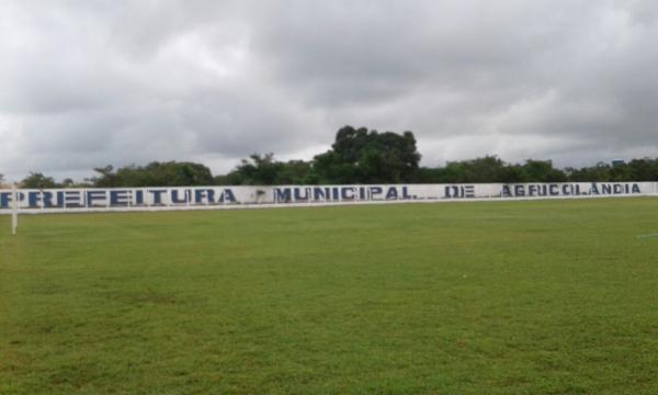 Prefeitura de Agricolândia realiza reforma no Estádio Alencazão