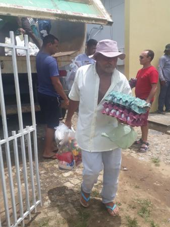 Prefeitura de Santo Antônio dos Milagres distribui Peixe para a População