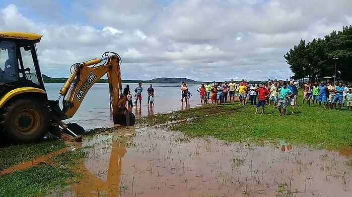 Famílias deixam casas após risco de rompimento da Barragem do Bezerro