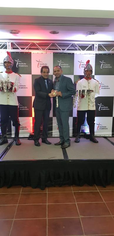 Prefeito Dr. Adalberto recebe Medalha Alferes Tiradentes em Recife