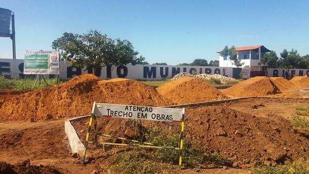 PMA inicia a obra de construção do calçamento de rua em frente ao estádio Alencazão