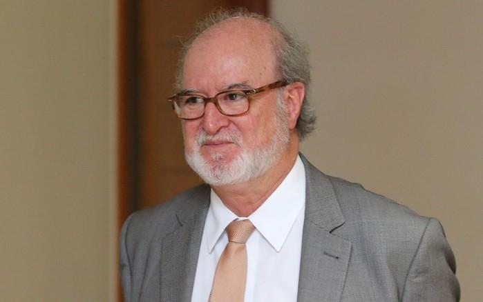 Ex-governador Eduardo Azeredo se entrega à Polícia em BH
