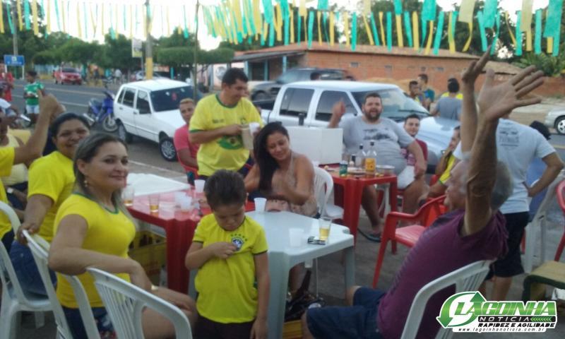 Torcedores Lagoinhenses comemoram a vitória da Seleção Brasileira