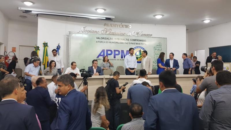 Prefeitos da AMPAR participam de Lançamento do Avançar Cidades