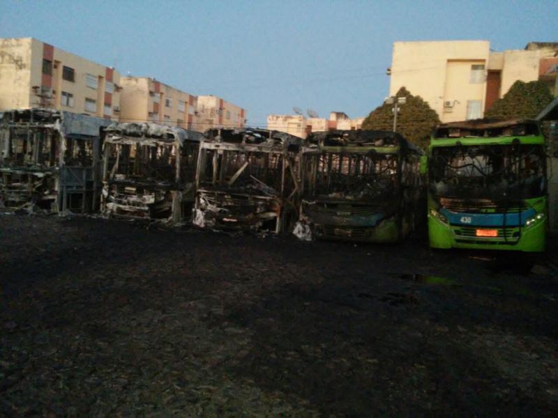 6 ônibus da empresa Taguatur pega fogo em Teresina