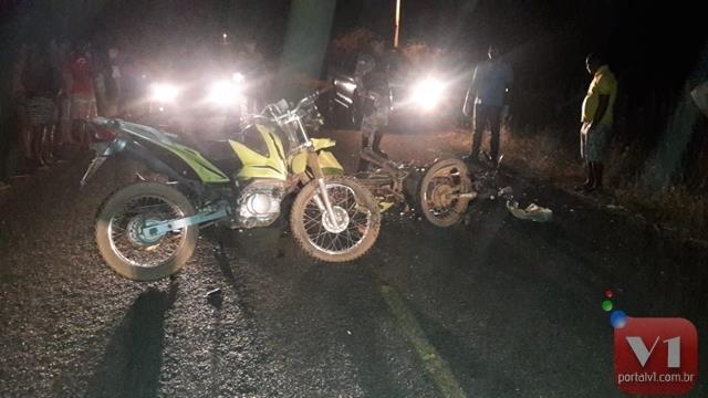 Colisão entre motos deixa duas pessoas mortas e dois feridos no PI