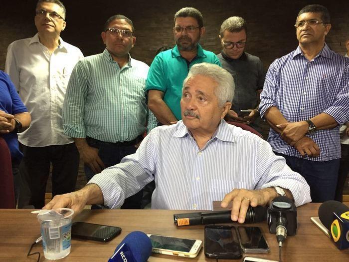 Elmano Férrer renuncia candidatura ao Governo do Estado