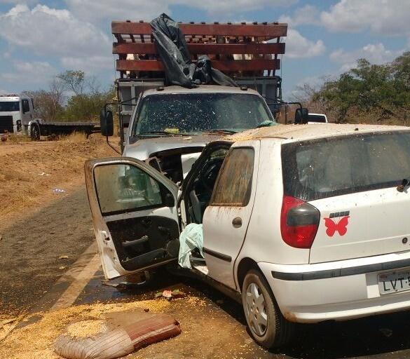 Colisão frontal de veículos deixa homem morto em trecho da BR-316 na região de Picos