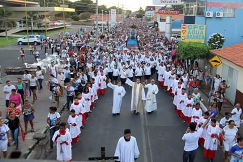 Multidão participa da Procissão de Encerramento do Festejo de Água Branca