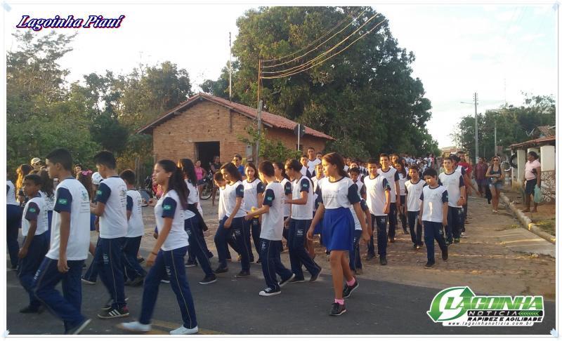 Secretaria de Educação realiza primeiro ensaio com Alunos para o desfile dia 5 de Setembro