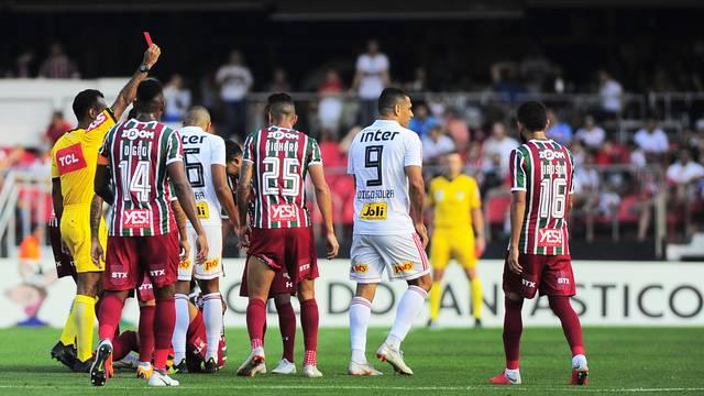 Diego Souza é expulso, Anderson Martins marca contra, mas São Paulo arranca empate com o Flu