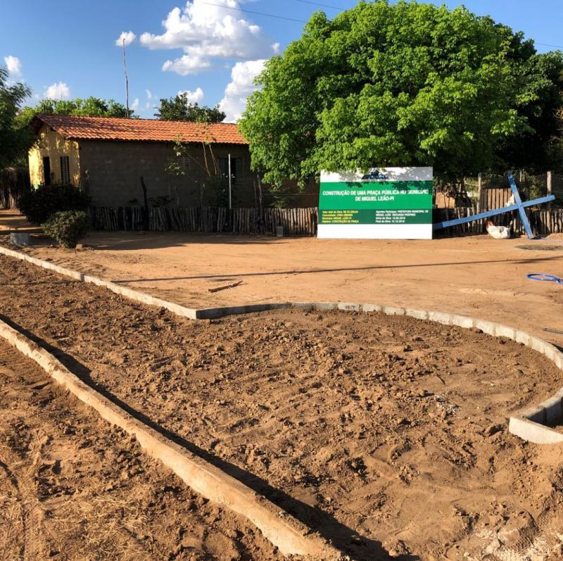 Prefeitura de Miguel Leão inicia a Construção de uma Praça no Assentamento Faveral