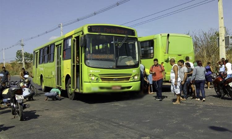 Jovem morre em colisão envolvendo dois ônibus na zona Sul