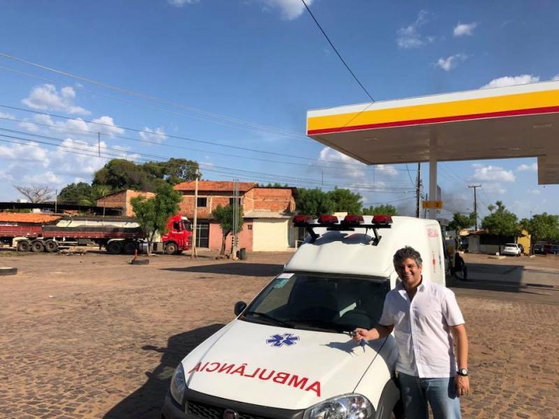 Prefeito Robertinho recebe nova Ambulância para população de Miguel Leão