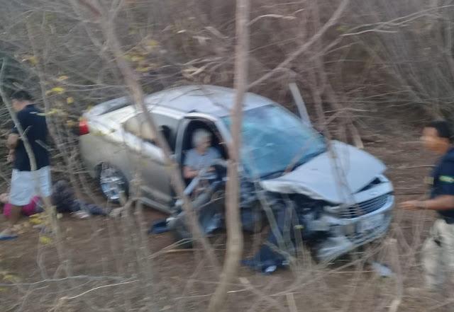 Colisão entre dois carros deixa um morto e cinco feridos na BR-343