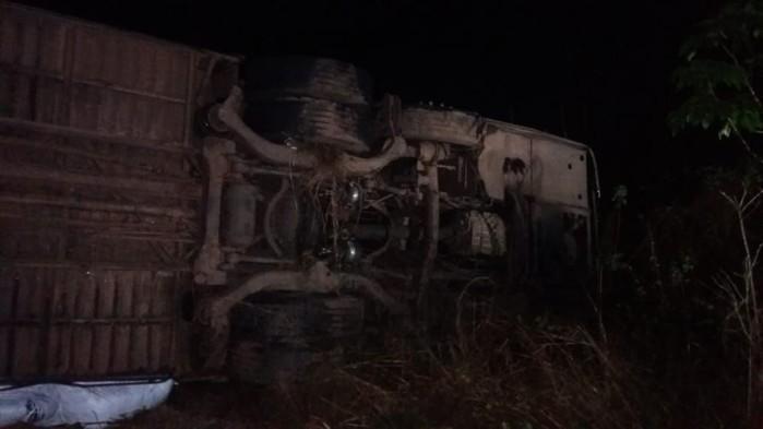 Acidente com ônibus deixa um morto e 19 feridos na BR-316