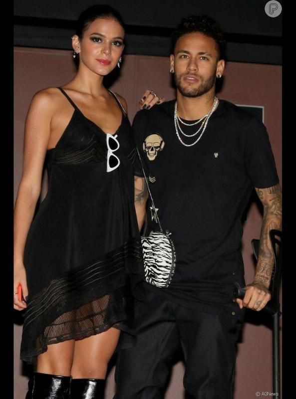 Após terminar com Bruna Marquezine, Neymar é flagrado com a ex