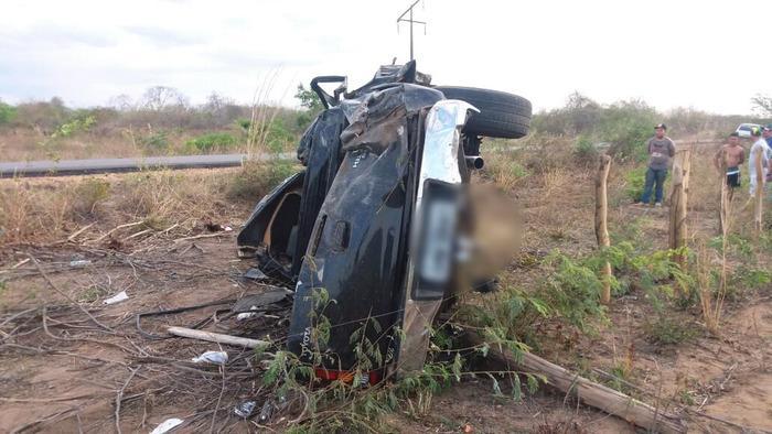 Idoso tem morte imediata após carro capotar em trecho da BR-135