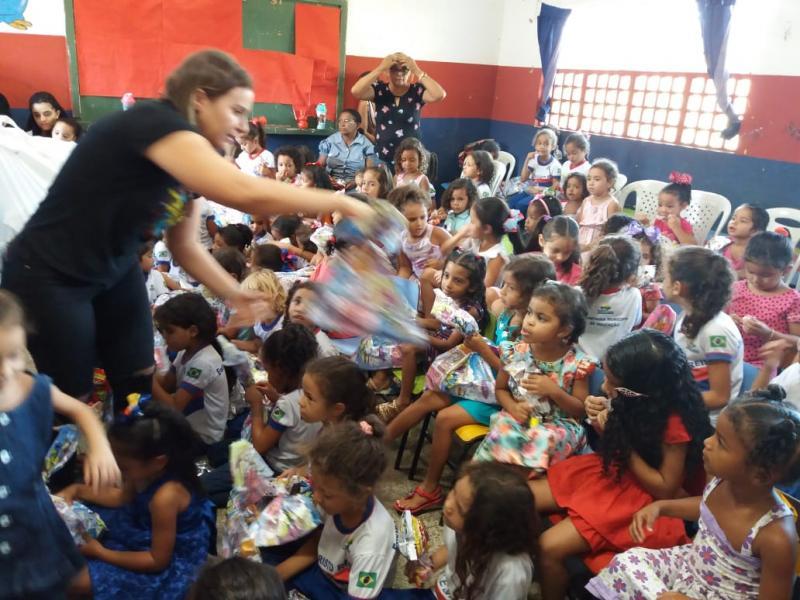 Creche realiza Gincana e Primeira Dama entrega Presentes a Todas as Crianças