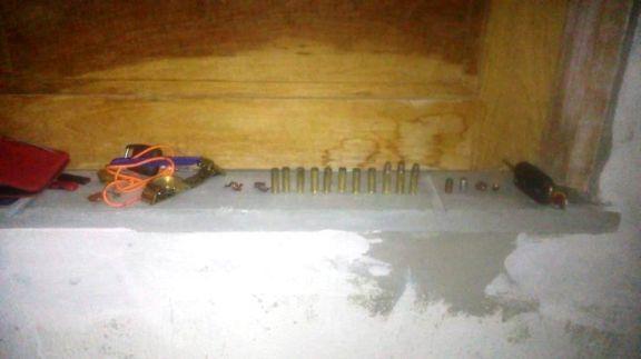 Jovem é executado a tiros dentro de carro na garagem de casa no PI