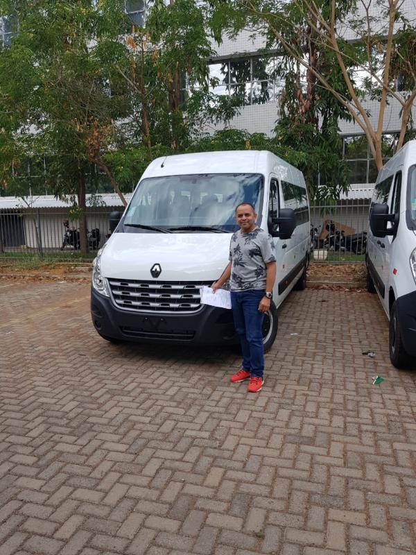 Dr. Adalberto Filho recebe uma Van para a saúde de Santo Antônio dos Milagres