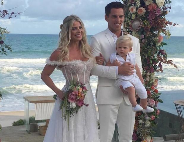 Karina Bacchi e ex-jogador Amaury Nunes se casam em Alagoas