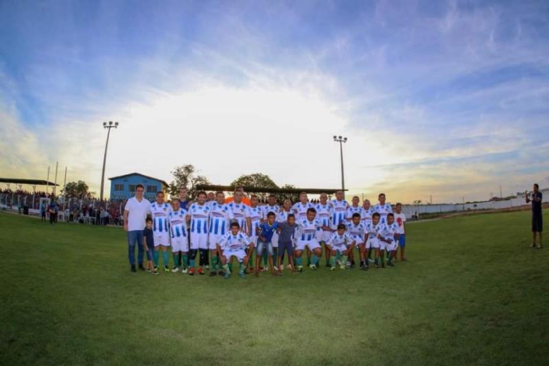 Prefeito Junior Carvalho entrega para população a reforma do Estádio de Demerval Lobão