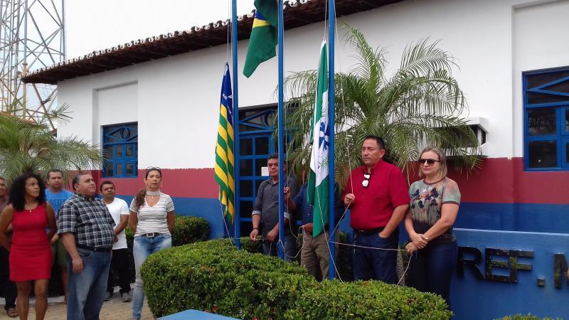 Corte do Bolo Hasteamento da Bandeira e Sorteio do IPTU premiado abriu a programação do Aniversário de Agricolândia