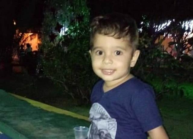 Criança de 3 anos morre afogada em fonte luminosa