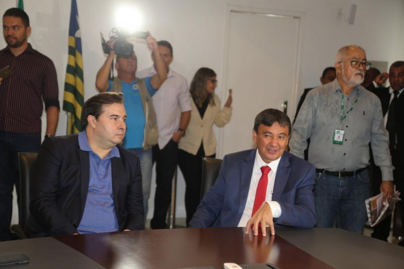Rodrigo Maia se reúne com W. Dias e Deputados Federais do Piauí para pedir