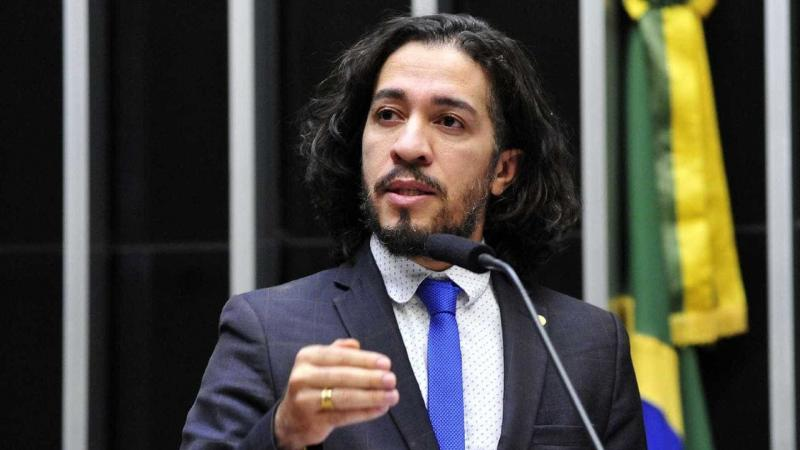 Jean Wyllys desiste de ser Deputado e deixa o Brasil
