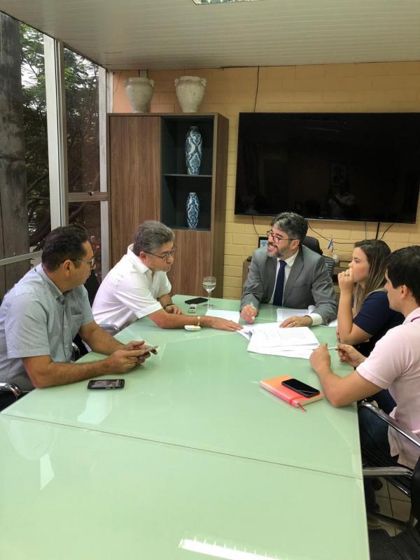 Dep. João Madison Solicita Melhorias para a Educação de Socorro do Piauí