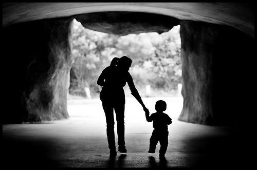 Prefeito tenta desesperadamente esconder filho que teve com amante