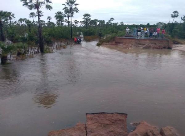 PI-366 rompe e interdita acesso entre José de Freitas a Lagoa Alegre