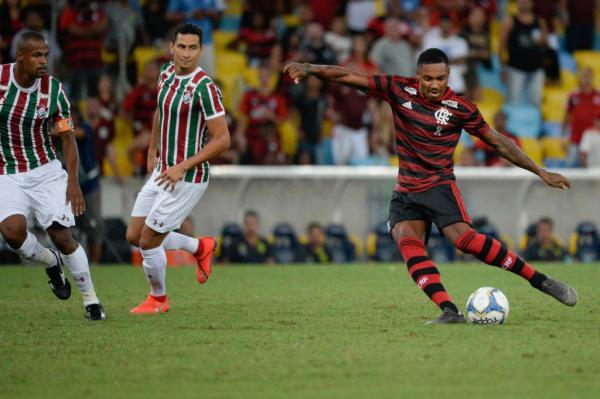 Flamengo vence o Fluminense por 2 a 1 e vai à final da Taça Rio