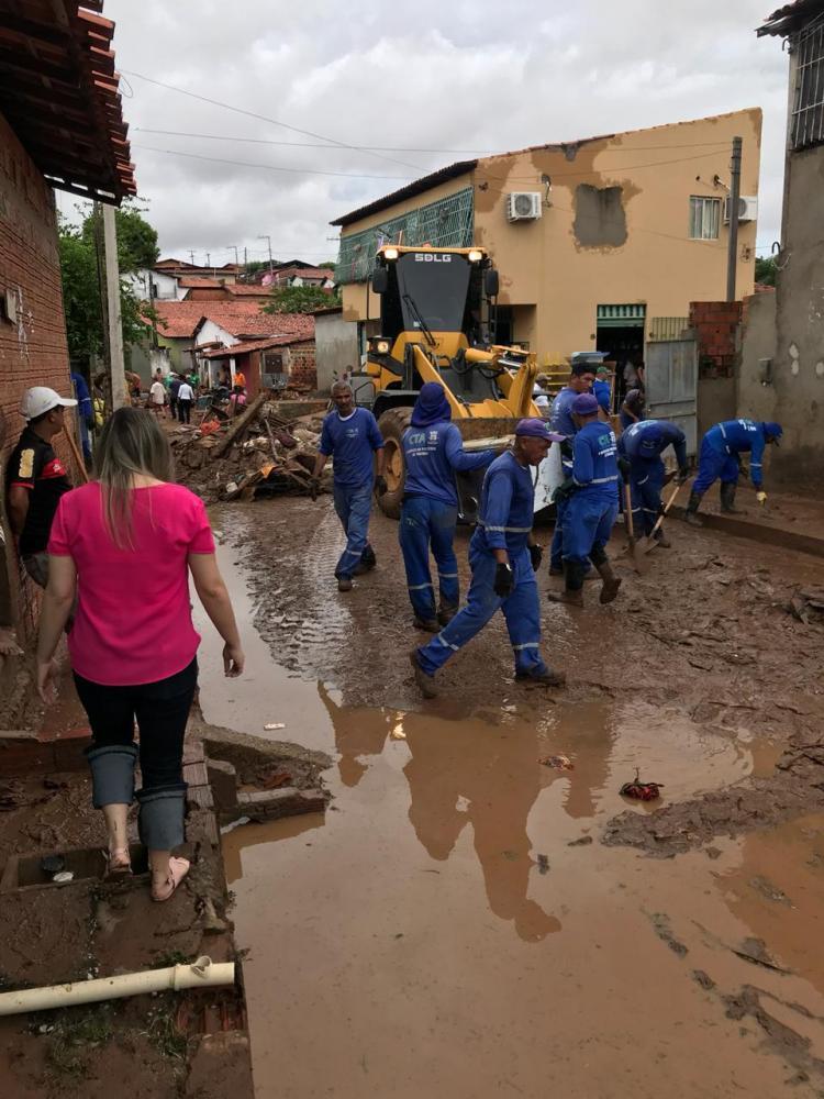 Enxurrada destrói casas e deixa mortos no Parque Rodoviário