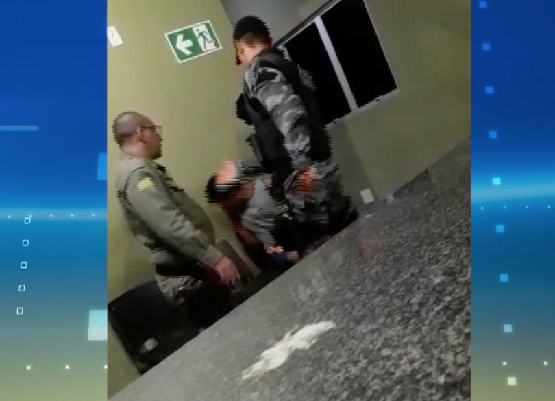 Policiais são presos após torturarem suspeito de furto dentro de delegacia