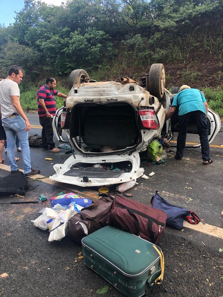 Grave acidente entre Regeneração e Angical deixa vítima presa às ferragens e vários feridos
