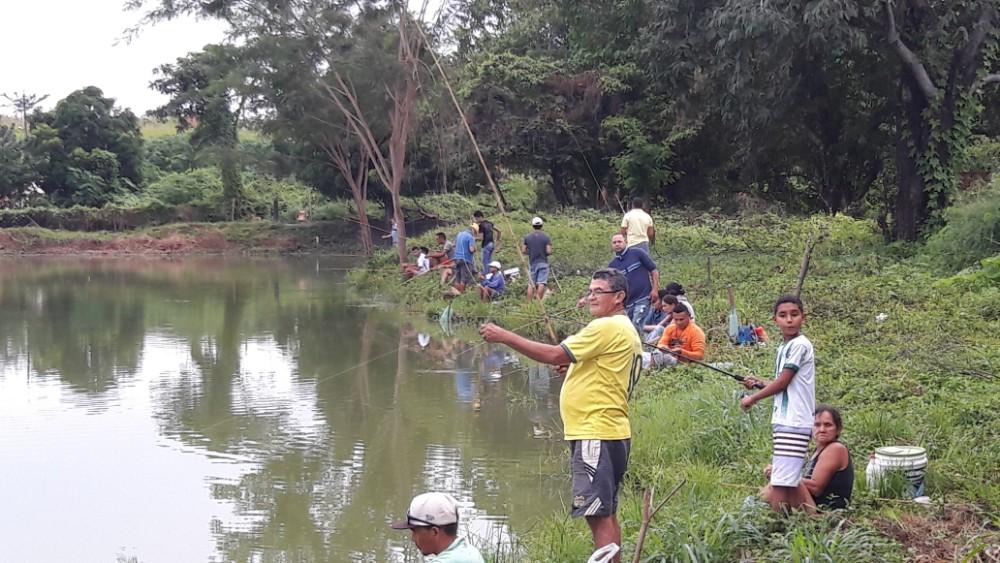 Pescaria Liberada na Lagoa da Baixa em Agricolândia e populares fazem a festa