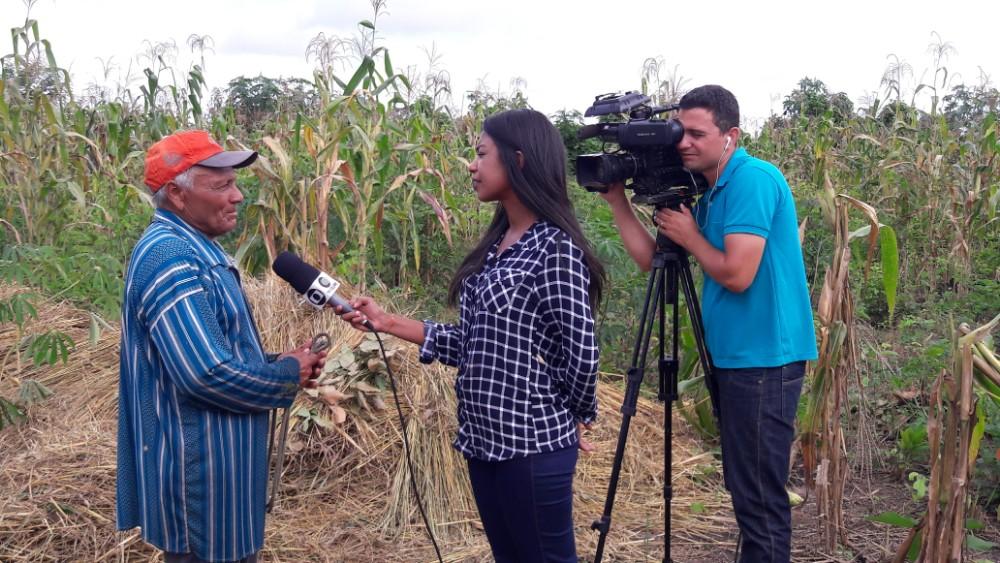 Equipe da TV Clube Grava Matéria Para o Clube Rural em Lagoinha do Piauí
